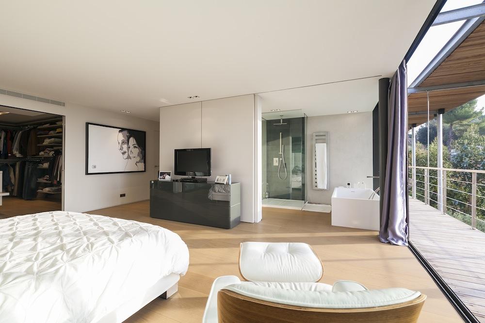 o trouver une maison contemporaine pour productions photos cannes rep rages organisation. Black Bedroom Furniture Sets. Home Design Ideas