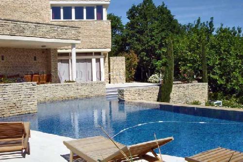 Location de maison en pierre pour shooting photo dans le Lubéron Sud de la France