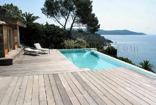 how to find a photographic producer in saint tropez ?