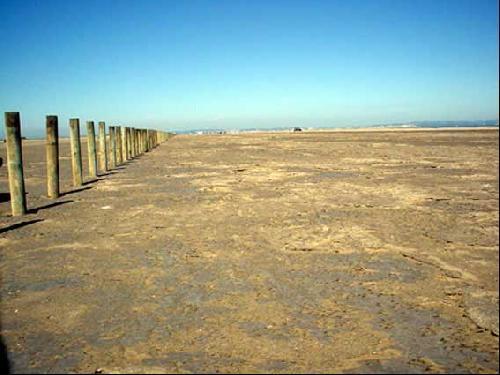 Dunes et  Sols craquelés pour production photographique près de Marseille
