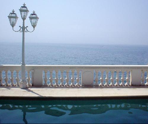 piscine vue mer pour production photo marseille