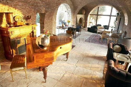 CASTLE AND BEAUTIFUL HOUSE TO RENT FOR PHOTO PRODUCTION MARSEILLE