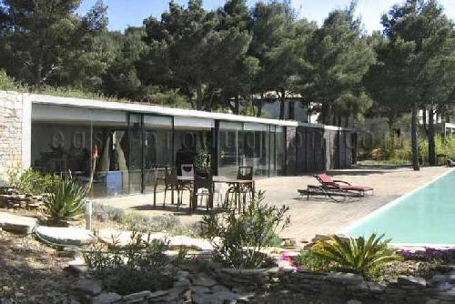 HOUSE LOCATION WITH POOL FOR PHOTOS PRODUCTION BETWEEN MARSEILLE TOULON