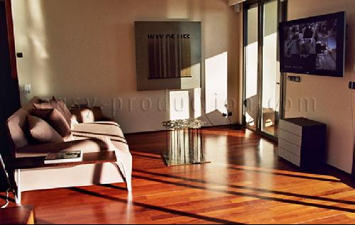 Production photo cannes dans une maison moderne vue mer for Interieur sud cannes